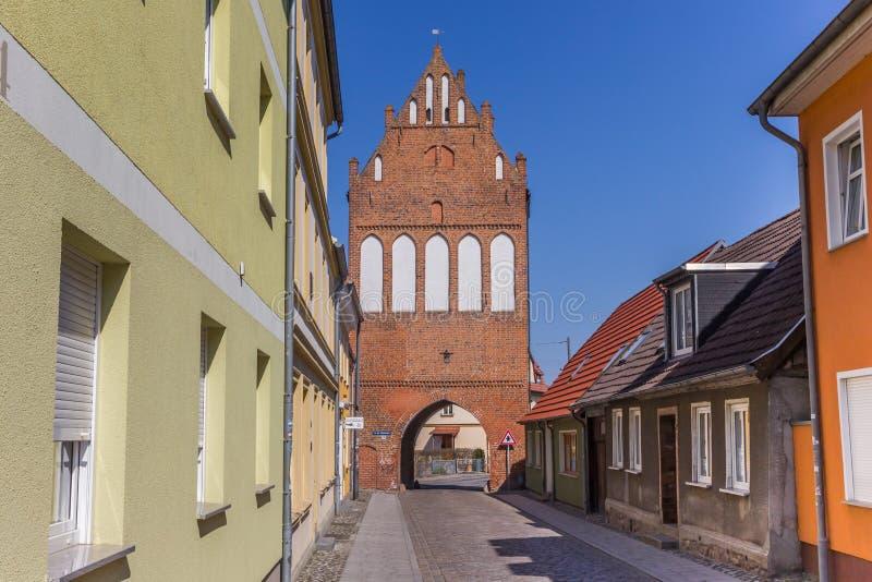 Историческая скалистая вершина Stralsunder ворот города в Grimmen стоковое изображение