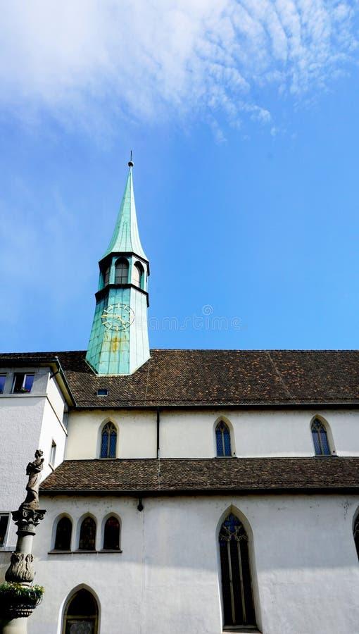 Историческая церковь в вертикали zurich стоковое фото