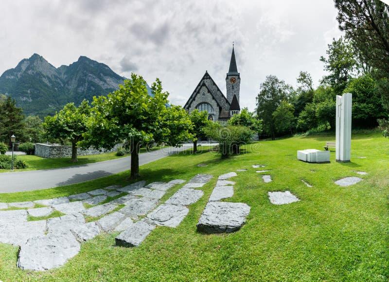 Историческая церковь в деревне Balzers в Лихтенштейне стоковые изображения rf