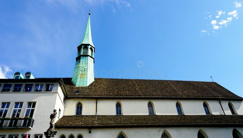 Историческая церковь в zurich горизонтальном стоковое изображение rf