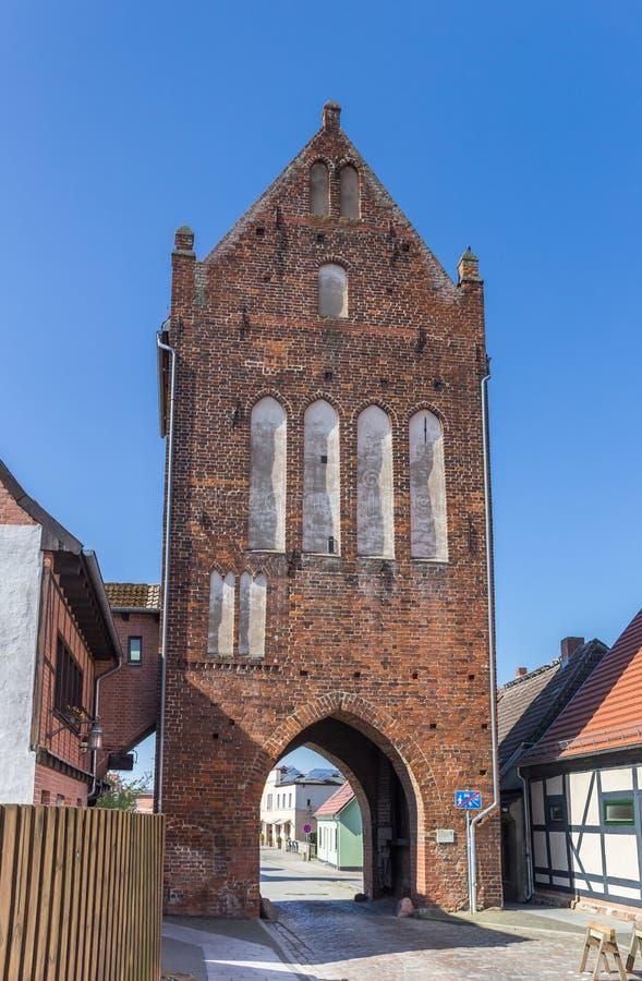 Исторические ворота Muhlentor города в Grimmen стоковые фото