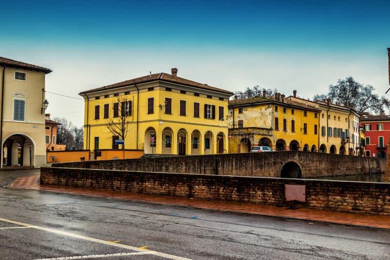 Исторические дома в средневековом Fontanellato стоковые фото