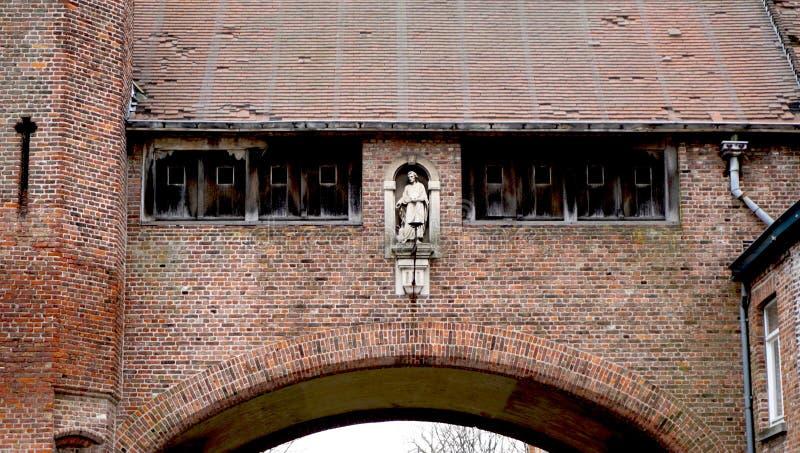 Исторические детали архитектуры в Brugge Бельгии стоковые фотографии rf