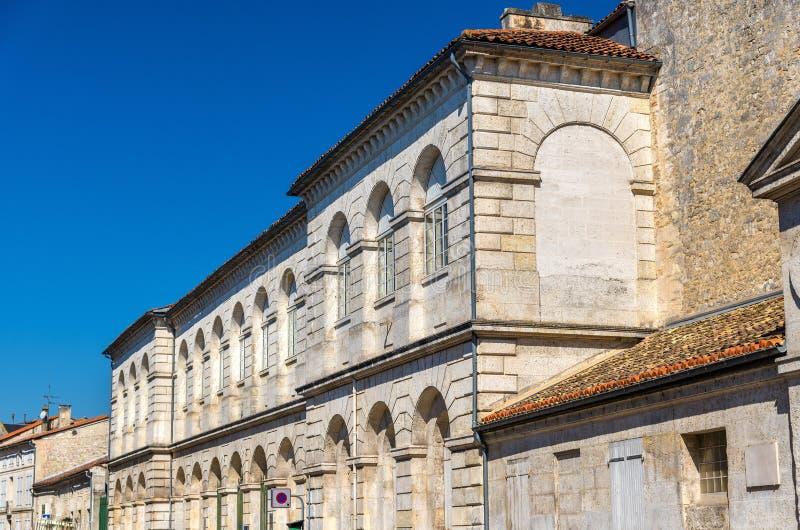 Исторические здания в Angouleme, Франции стоковые изображения rf