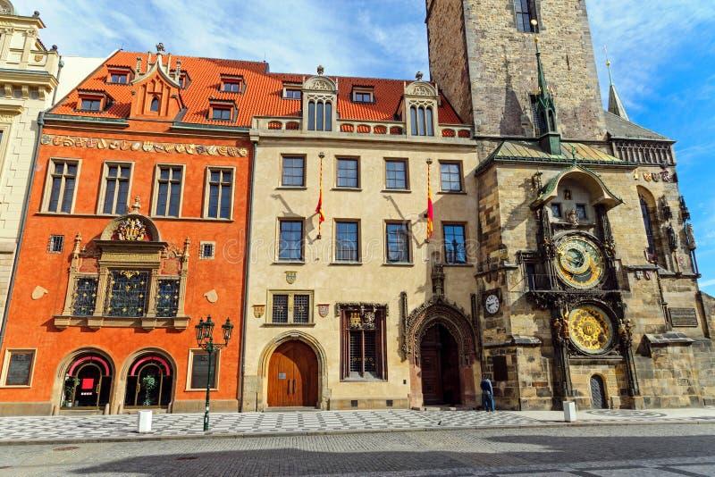 Исторические здания и астрономические часы стоковое фото