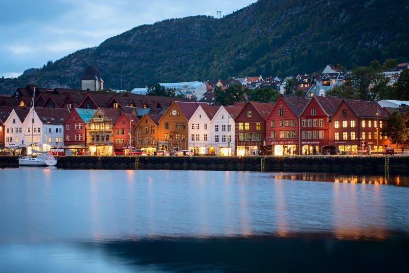 Исторические здания на улице в Berge, Норвегии стоковые фотографии rf