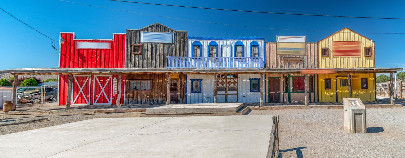 Исторические красочные здания вдоль трассы 66, США стоковые изображения