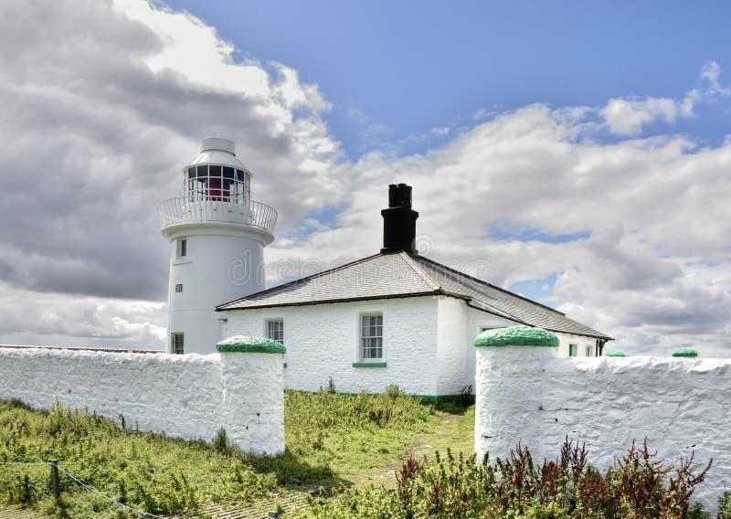 Исторические маяк острова & коттедж хранителей северной восточной Англии стоковое изображение