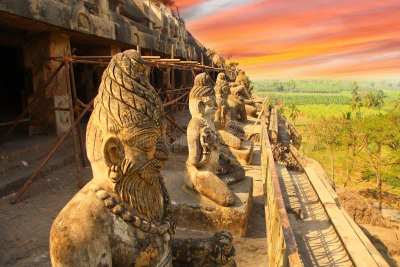 Исторические пещеры Undavalli в Индии стоковые изображения rf