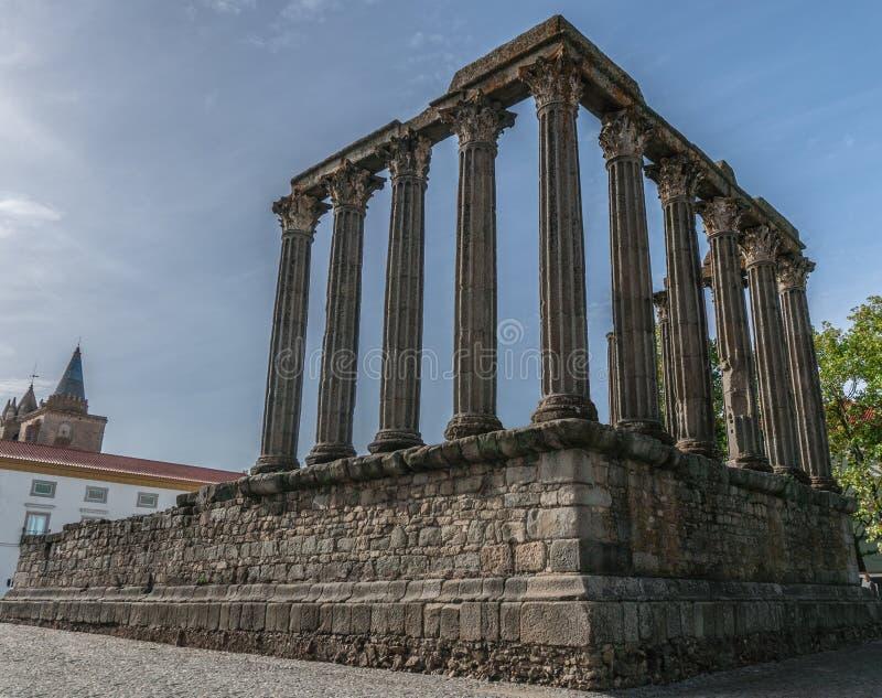 Исторические римские руины виска в Evora Португалии стоковая фотография rf