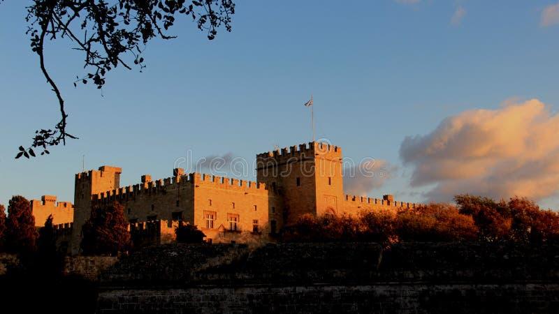 Исторические старые стены и дворец гроссмейстера стоковое изображение