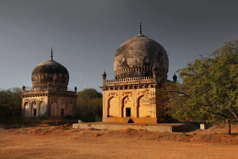 Исторические усыпальницы Quli Qutb Shahi стоковая фотография