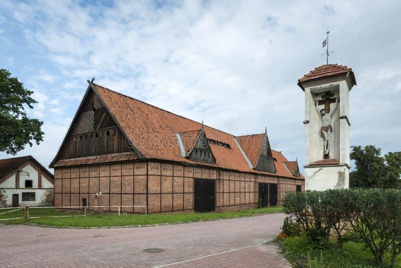 Исторический амбар кирпича в Tolkmicko, Польша стоковые изображения