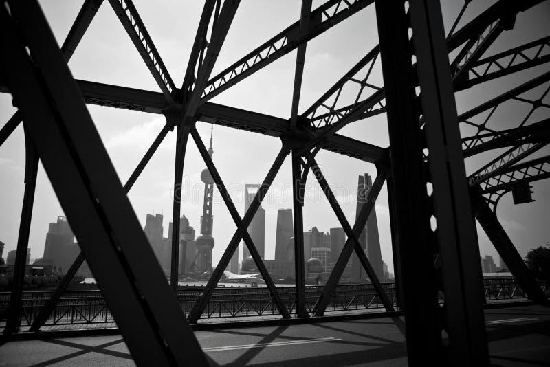 Исторический винтажный мост утюга на бунде Шанхая стоковая фотография