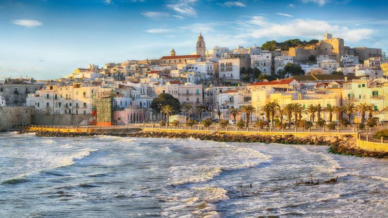 Исторический главный город красивого городка вызвал Vieste стоковое фото rf