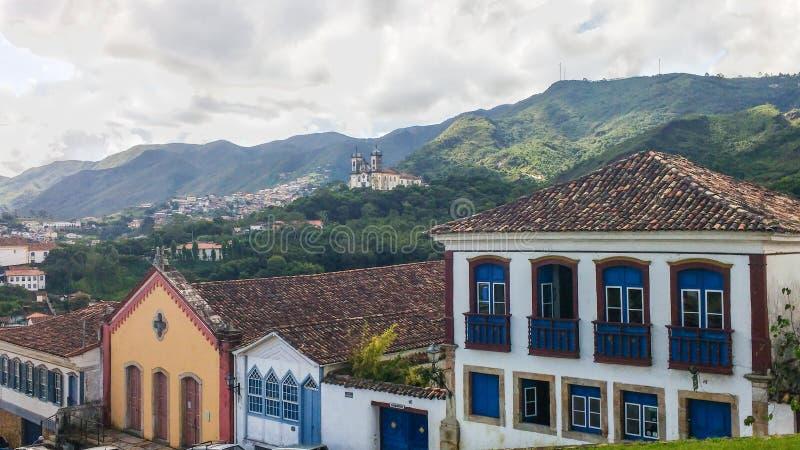 Исторический город Ouro Preto в минах Gerais, Бразилии, 25-ое марта 2016, всемирном наследии, взгляде колониальных особняков стоковые изображения
