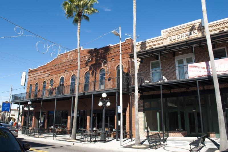 Исторический город Ybor сигары Старые исторические здания на седьмой улице стоковые фотографии rf