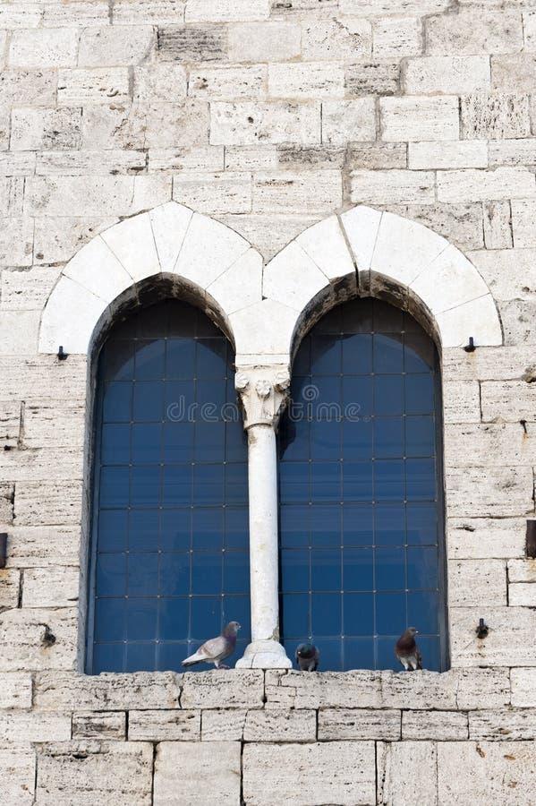 Исторический дворец в Bevagna, окно стоковая фотография rf