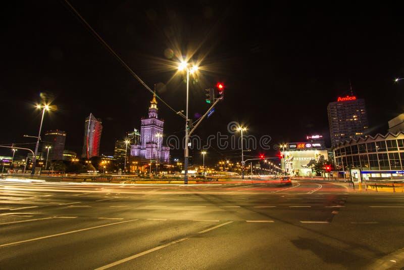 Исторический дворец небоскреба культуры и науки в ночь городской Варшаве, Польше стоковое фото rf