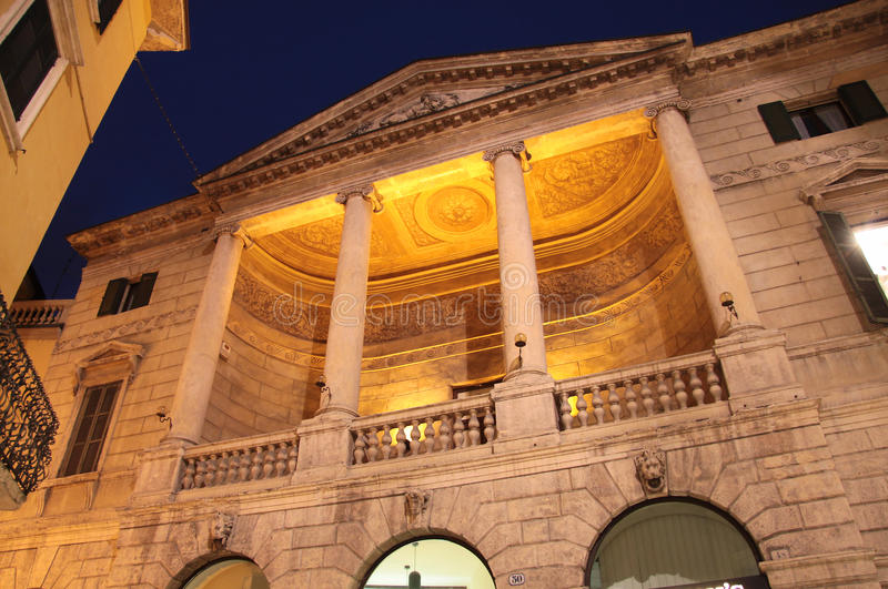 Исторический дворец n Верона на ноче стоковое изображение