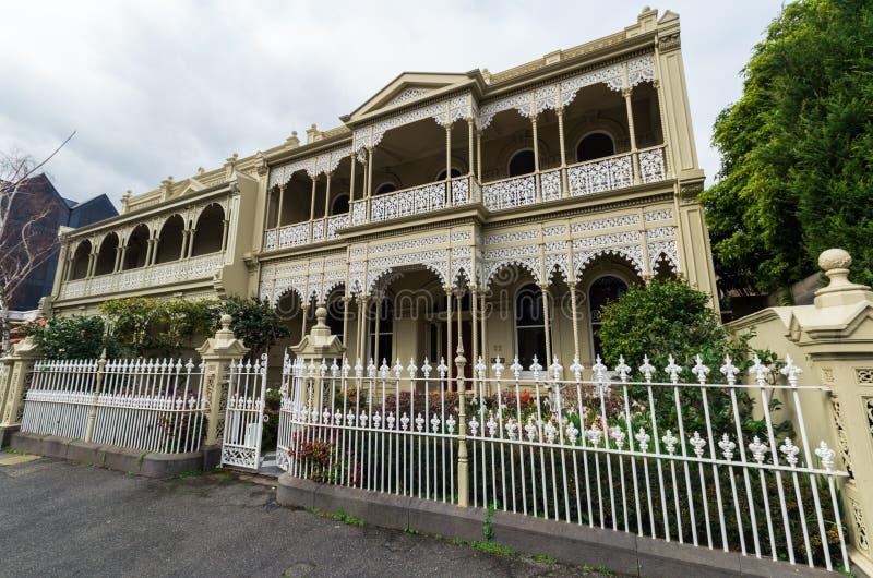Исторический дом террасы в восточном Мельбурне в Австралии стоковая фотография