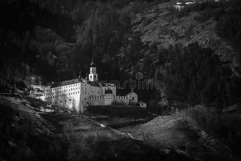 Исторический замок, Альпы стоковое фото