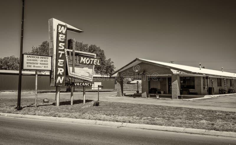 Исторический западный мотель на трассе 66 в Sayre, Оклахоме стоковое фото rf