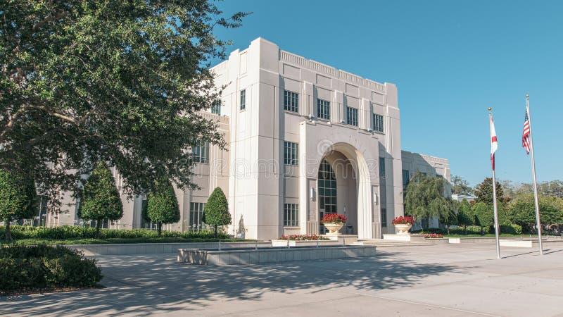 Исторический Зимний сад-Сити-холл во Флориде Белое трехэтажное здание из камня стоковые фотографии rf
