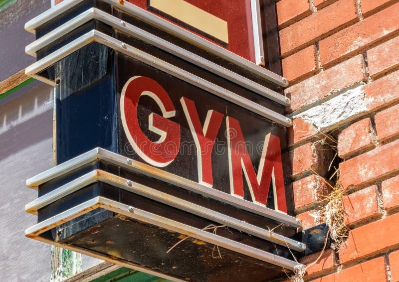 Исторический знак, местный спортзал стоковые фотографии rf