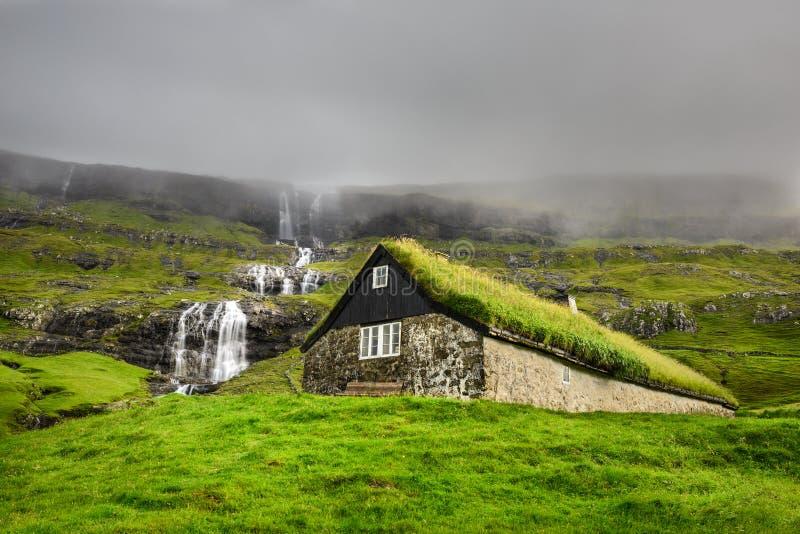 Исторический каменный дом в Фарерских островах стоковые фотографии rf