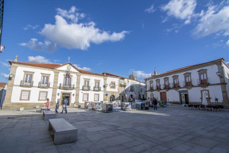 Исторический квадрат с статуями в Miranda делает Дуэро в Португалии стоковые фотографии rf