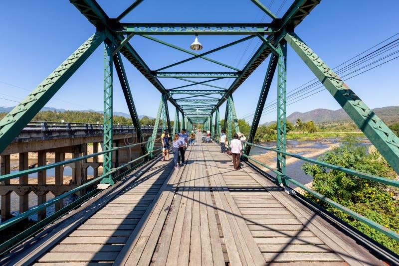 Исторический мост над рекой pai в Mae Hong Son, Таиланде стоковая фотография