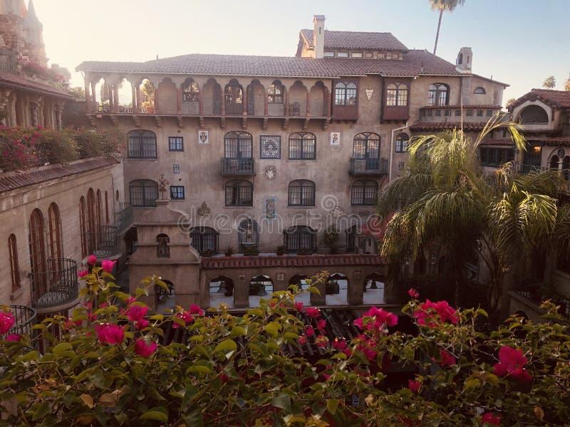 Исторический отель в стиле миссии стоковые изображения
