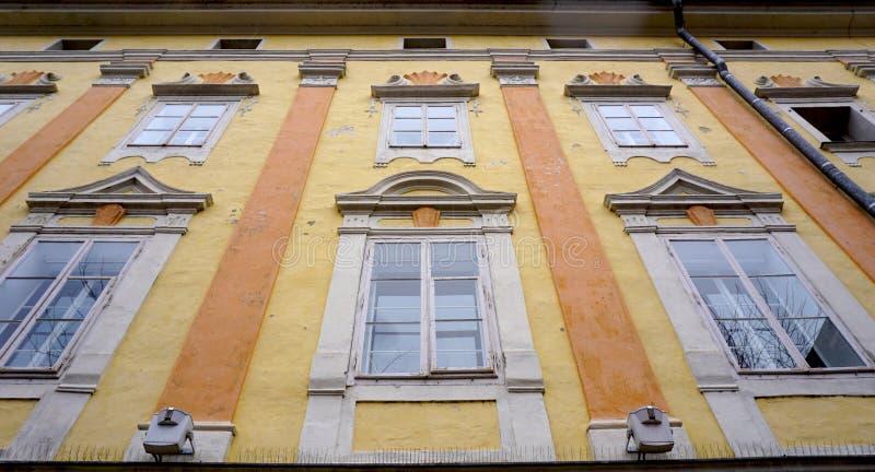 Исторический пастельный фасад стоковое изображение rf