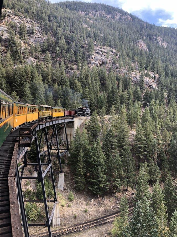 Исторический поезд пара в малом городке Колорадо стоковое фото
