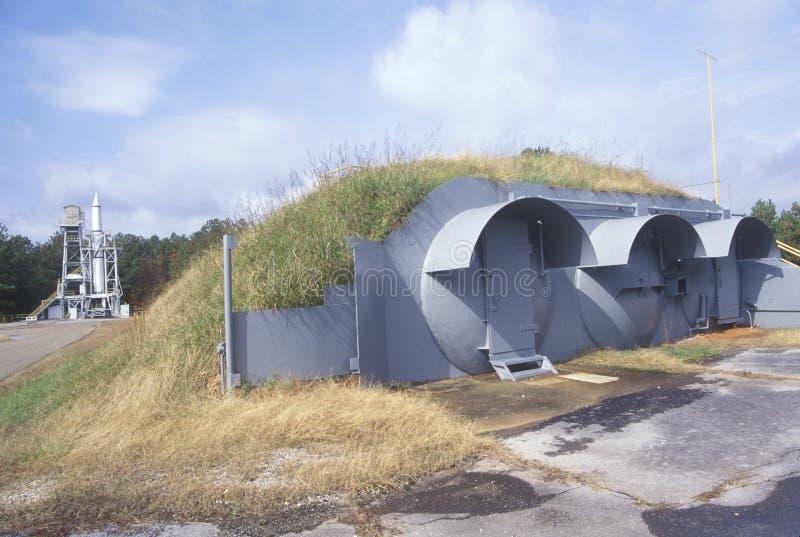 Исторический полигон Redstone Ракеты и свой бункер бомбы на Джордж c Центр в Хантсвилле, Алабама космического полета Marshall стоковое изображение