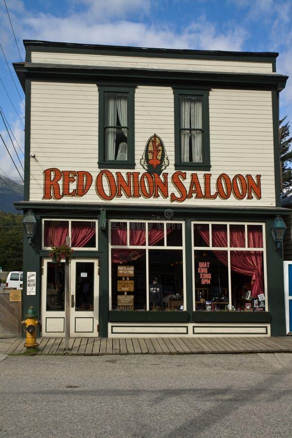 Исторический салон красного лука в Skagway, Аляске стоковое фото rf