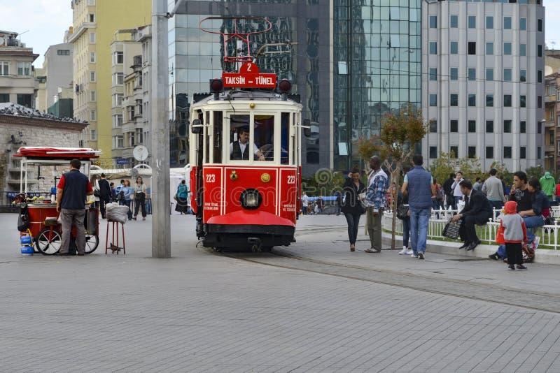 Исторический трамвай на бульваре Istiklal стоковое фото rf