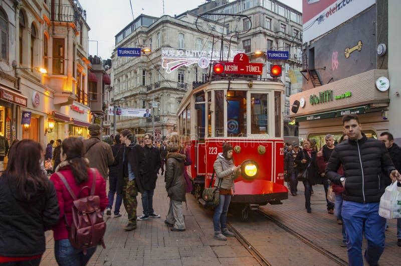 Исторический трамвай на бульваре Istiklal стоковое изображение rf