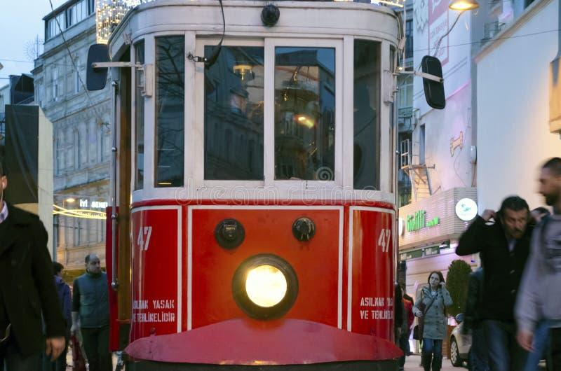 Исторический трамвай на бульваре Istiklal стоковая фотография rf