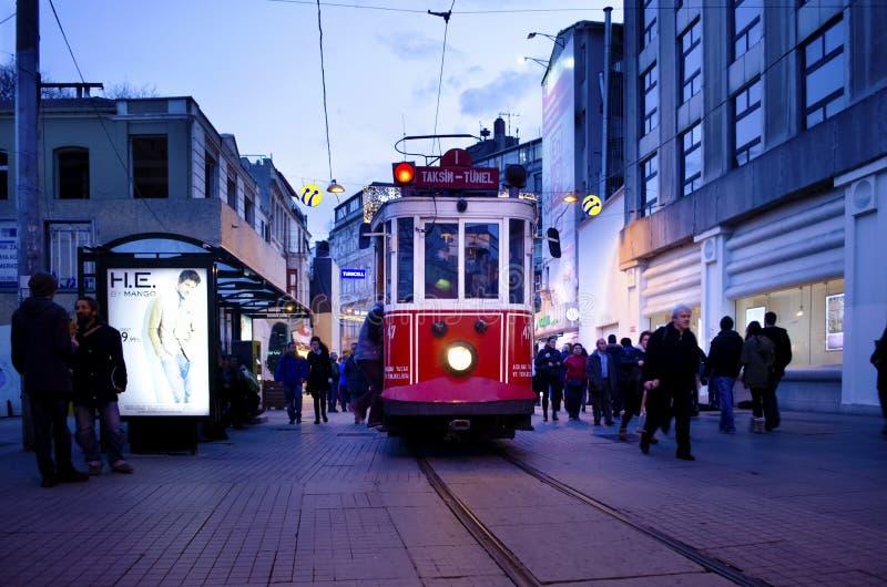 Исторический трамвай на бульваре Istiklal стоковое изображение