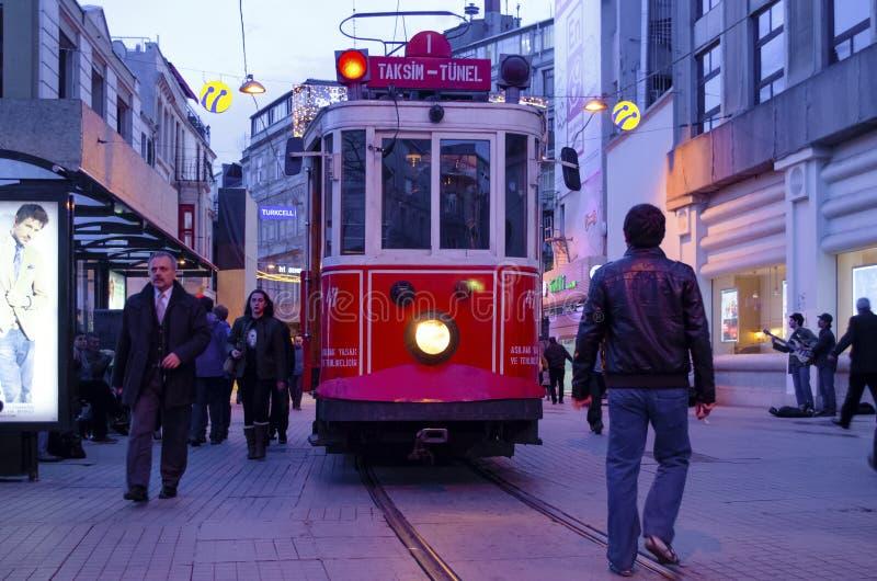 Исторический трамвай на бульваре Istiklal стоковые изображения rf