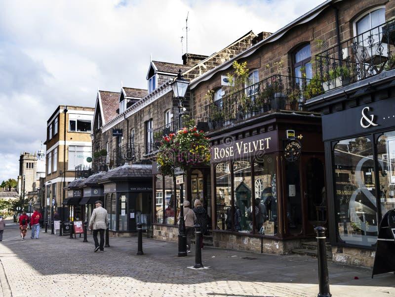Исторически в западном катании Йоркшира, городок туристское назначение и свои привлекательности посетителя включают свои воды кур стоковые изображения rf