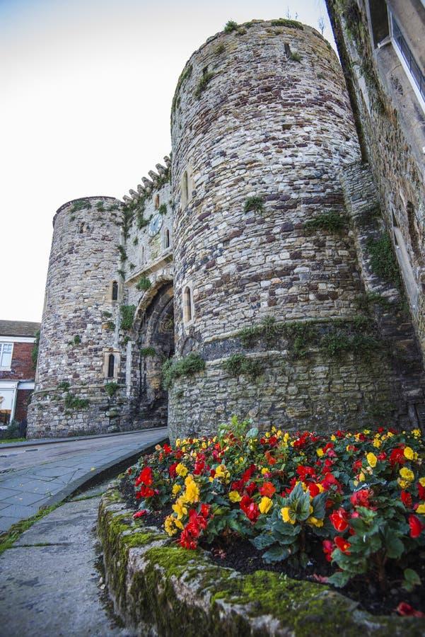 Историческое защитительное ворот в известном древнем городе Rye в восточном Сассекс, Англии стоковые фотографии rf