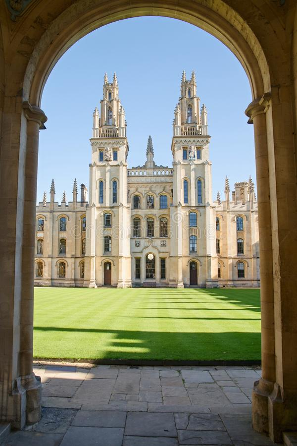 Историческое здание Оксфордского университета, всего коллежа души, Оксфордшира, Англии стоковое фото