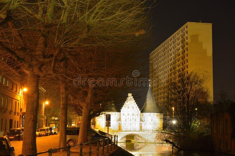 Историческое здание, остаток от средневековой защитительной стены стоковое фото rf