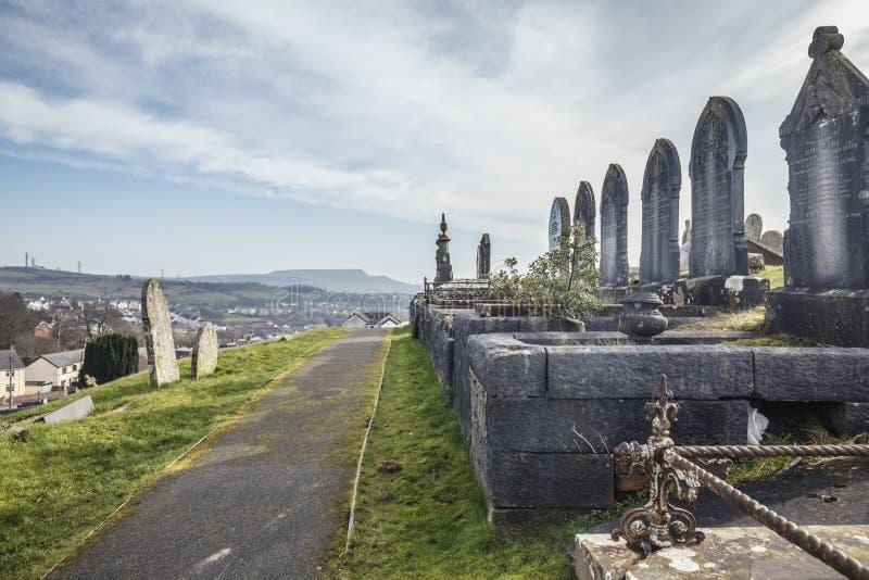 Историческое кладбище в южном уэльсе, Великобритания стоковые фотографии rf