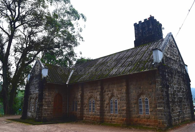 Историческое старое здание церкви сделанное камней и огромного дерева - Muunar, Кералы, Индии стоковые изображения