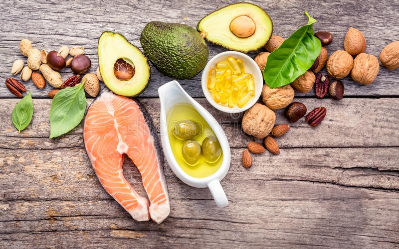 Источники еды выбора омеги 3 и unsaturated сал Superfoo стоковое изображение rf