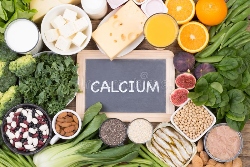 Источники еды кальция, взгляд сверху стоковое изображение